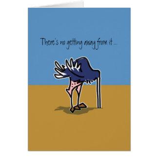 Cartão Avestruz com cabeça na areia que evita seu
