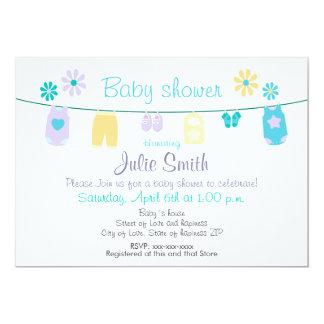 Cartão Baby clothes invitation