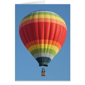 Cartão Balão de ar quente colorido arco-íris