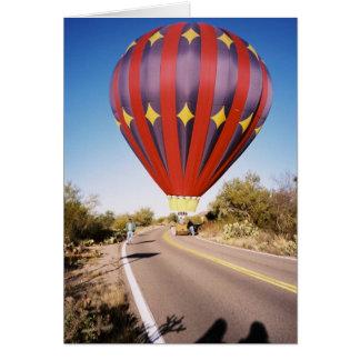 Cartão Balão de ar quente na estrada