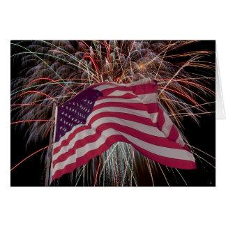 Cartão Bandeira americana e fogos-de-artifício