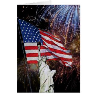 Cartão Bandeira americana, fogos-de-artifício e estátua