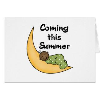 Cartão Bebê do afro-americano no verão da lua