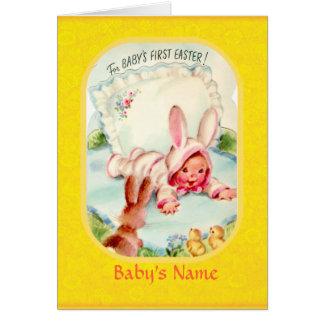 Cartão Bebê do ~ da páscoa vestido primeiramente no carro