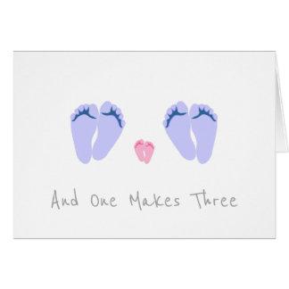 Cartão Bebé novo do casal alegre - e um faz três