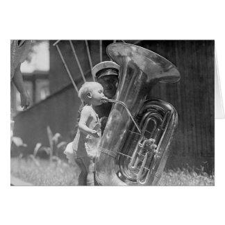Cartão Bebê que joga Tuba, 1923