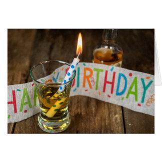 Cartão Bebida do aniversário no vidro de tiro