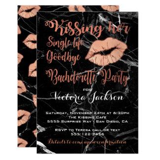 Cartão Beijo cor-de-rosa da festa de solteira do ouro com