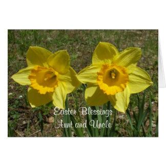 Cartão Bênçãos da páscoa dos Daffodils à tia e ao tio