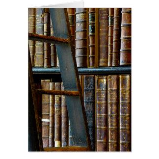Cartão Biblioteca velha, livros velhos
