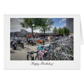 Cartão Bicicletas centrais da estação - feliz aniversario