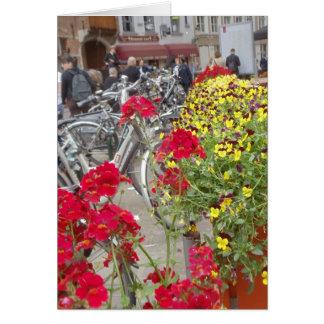 Cartão Bicicletas, centro da cidade histórico de Bruges,