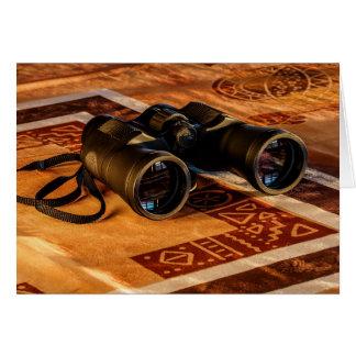 Cartão Binóculos no tapete do Egípcio-Estilo, explorador,