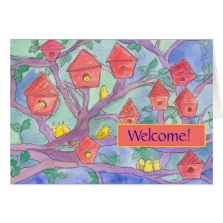 Cartão Boa vinda à casa vermelha do pássaro da vizinhança