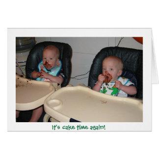 Cartão bolo de aniversário dos meninos gêmeos primeiro