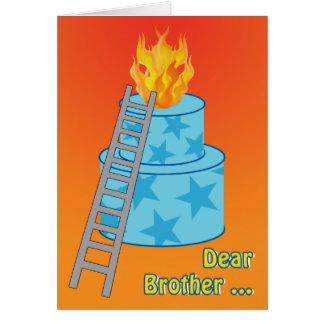 Cartão Bolo de aniversário na piada velha do fogo para o