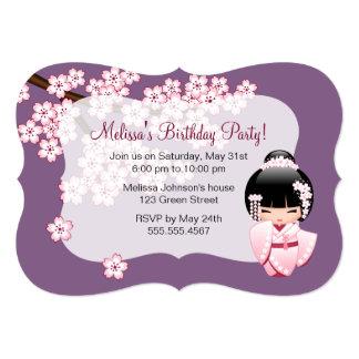 Cartão Boneca branca de Kokeshi do quimono - festa de