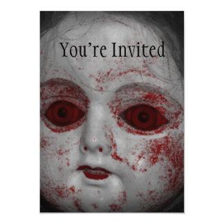 Cartão Boneca pálida da pele com os olhos do vermelho do