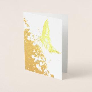cartão bonito da folha de ouro da borboleta