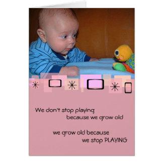 Cartão bonito do aniversário do bebê e do