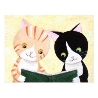 Cartão bonito dos livros de leitura dos gatos