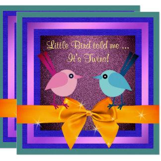 Cartão Bonito é pássaros que pequenos dos gêmeos o chá de