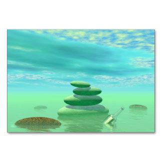 Cartão Borboletas em vôo em uma paisagem do zen