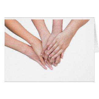 Cartão Braços das mãos das meninas em se