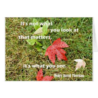 Cartão byThoreau das citações: Não é o que você olha