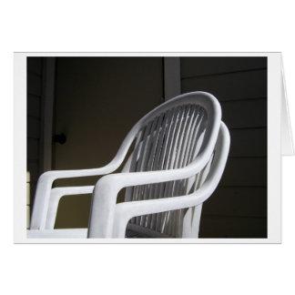 Cartão Cadeiras plásticas acopladas