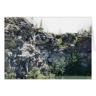 Cartão calmo da natureza da parede da pedreira de