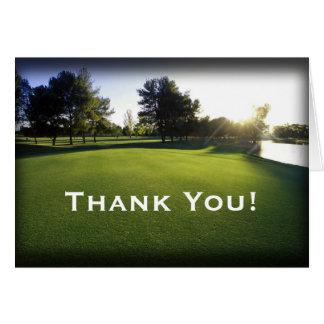 Cartão Campo de golfe verde no alvorecer