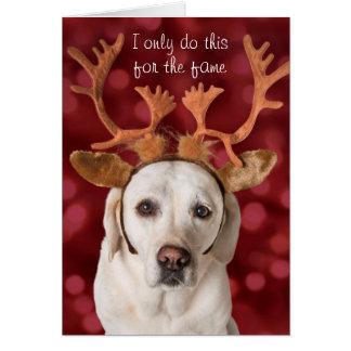 Cartão Cão amarelo bonito do laboratório com Antlers