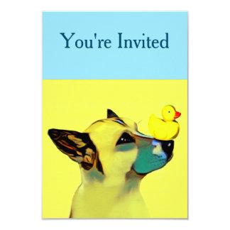Cartão Cão & pato amarelo de borracha na ponta do nariz