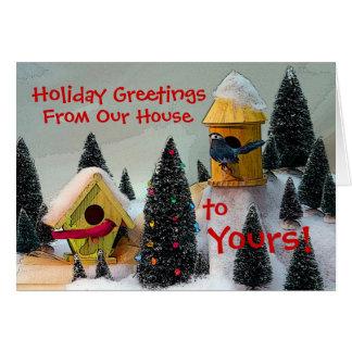 Cartão cardinal do feriado da casa do pássaro