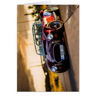Cartão Carro vermelho. Carro clássico