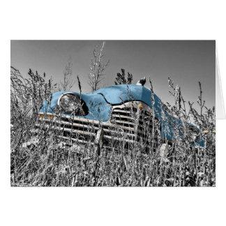 """Cartão """"Carro vintage nas ervas daninhas"""" que falta o"""