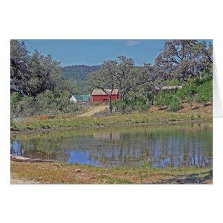 Cartão Casa e celeiro do rancho no país do monte de Texas