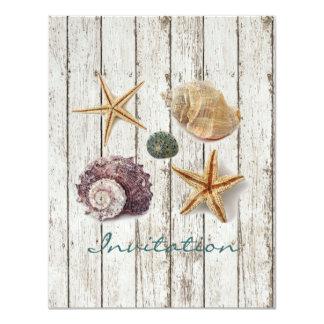 Cartão casamento de praia de madeira dos seashells da