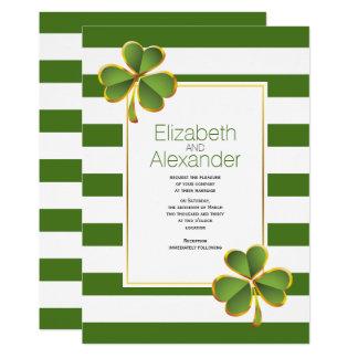Cartão Casamento irlandês moderno do trevo das listras
