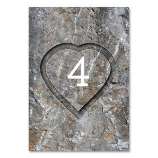 Cartão Casamento rústico cinzelado do coração de madeira