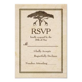 Cartão Casamento vintage africano RSVP dos girafas do