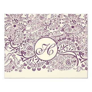 Cartão Casamentos roxos RSVP do monograma do damasco dos