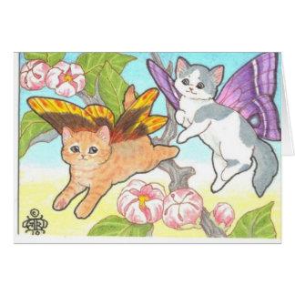 Cartão Catterflies que joga flores próximas do primavera