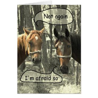 Cartão Cavalos subtis do humor que falam o aniversário