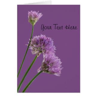 Cartão cebolinho roxo na flor