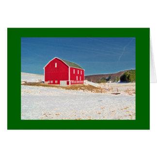 Cartão Celeiro vermelho na neve