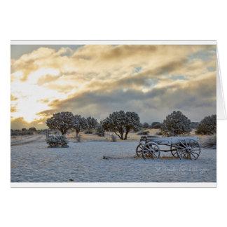 Cartão Cena nevado do carro do nascer do sol