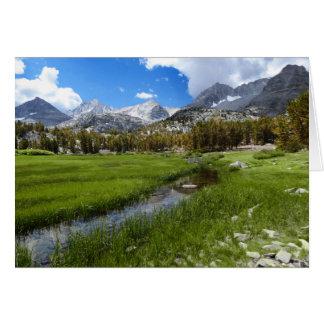 Cartão Cenário rural da angra e da montanha, vazio para