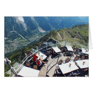 Cartão Chamonix no vale, cumes franceses